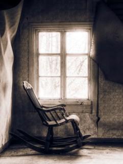 Resultado de imagem para cadeiras de balanço vazias em casa