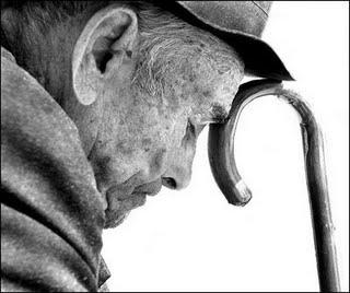 idoso solitário