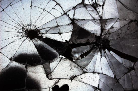 espelho-quebrado